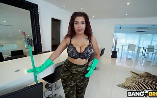 Gorgeous wench Samantha Crunch at one's best drops her clothes to be fucked in agreement